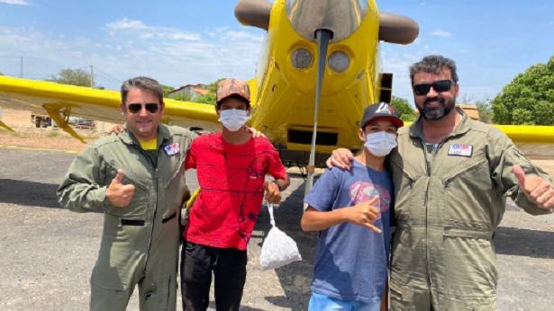 Meninos realizam sonho de conhecer pilotos e aeronaves - bahia