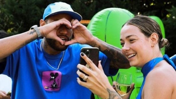 Neymar homenageia mãe de seu filho: 'Minha companheira, amiga de fofoca e supermãe' - celebridade